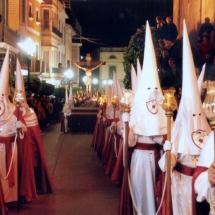 Confrares amb la vestimenta oficial a una processó. Processó Setmana Santa de Felanitx de 2006