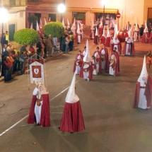 Confrares amb la vestimenta oficial a la sortida de la Processó. Processó Setmana Santa de Felanitx de 2006