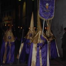 Encapironat de la Confraria porta la bandera. Confraria del Santíssim Crist de la Capella