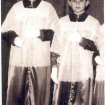 Escolans amb el vestit de la Confraria. Setmana Santa 1959. Imatges retrospectives