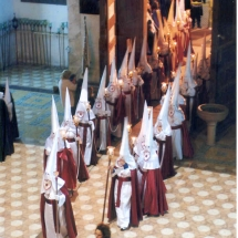 La Confraria entra al Convent de Sant Agustí. Processó Setmana Santa de Felanitx de 2006