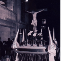Pas del Sant Crist a la Creu. Setmana Santa 1975. Imatges retrospectives