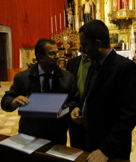 Entraga de la placa commemorativa al pregoner Llorenç Huguet i Rotger. Pregó Setmana Santa 2010