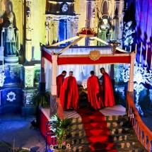 Confrares col·loquen el Crist al sepulcre. Enterrament 2014
