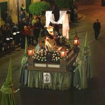 Encapironats de la Confraria porten el pas de la Pietat. Confraria de la Pietat