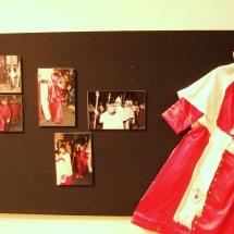 Habit d'escolanet a l'exposició a la Casa de Cultura de Felanitx. 50è Aniversari de la Fundació de la Confraria