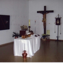 Crist a la Creu i Crist Jacent a l'exposició a la Casa de Cultura de Felanitx. 50è Aniversari de la Fundació de la Confraria