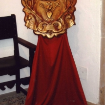 Escut commemoratiu del 50è aniversari a l'exposició a la Casa de Cultura de Felanitx. 50è Aniversari de la Fundació de la Confraria